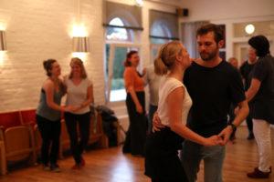 Swing tanzen im kleinen Tanzsaal