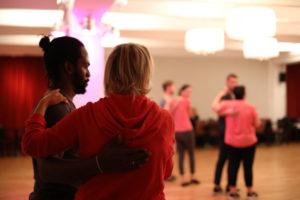 Tänzer beim Salsatraining