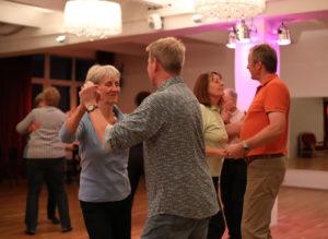 Tanzendes Paar Standard/Latein